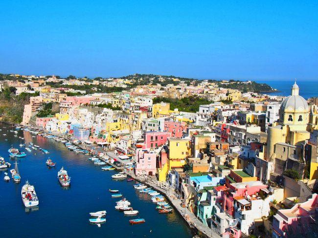 今年のゴールデンウィークは一足先にイタリアへ6泊8日の旅。<br /><br />帰国後またすぐに訪れたくなるフォトジェニックな街、イタリア。<br />3度目のイタリアだったが、かなり久しぶりとあってローマ、フィレンツェ、ヴェネツィアの3大人気エリアはもちろんのこと、今回初めて訪れたナポリ湾の小さな島、プローチダ島に完全に魅了されてしまった。<br /><br />短いスケジュールでイタリア内をほぼ毎日のように移動していたので、あまり時間はなかったけど、<br />鉄道と船に乗り、大好物の生ハム、チーズとパスタを毎日食べられて、陽気なイタリア人と話して、毎日幸せな旅だった。<br /><br /><br />それぞれ個性のある都市の詳細旅行記は徐々にアップしてくが、まずは余韻が覚めぬうちに今回の旅のルートをまとめて写真で残そうと思う。<br /> (G.W中 1ユーロ≒125円)<br /><br /><br />1日目 ローマ 午後到着 <br />2日目 ローマ→ナポリ(特急FR) ナポリ(高速船)→プローチダ島泊<br />3日目 プローチダ島→ナポリ(フェリー)ナポリ空港→ヴェネツィア泊<br />4日目 ヴェネツィア泊<br />4日目 ヴェネツィア→フィレンツェ(特急FR)泊<br />5日目 フィレンツェ→夕方ローマ(特急イタロ)泊<br />6日目 ローマ フィウミチーノ空港 22:00出発<br /><br />羽田空港 深夜便 エミレーツ航空でドバイ経由ローマ<br />ホテルや航空券は全てネットで個人手配<br /><br />どの都市もかなり中途半端な観光なので、観光名所の詳しい説明は、他の方のイタリア旅行記をご覧ください(笑)