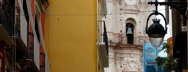 白い街に青い街、コルドバのパティオ祭り...