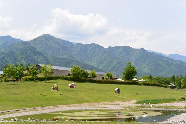 風薫る5月、GWも終わり静けさが戻った安曇野へ1泊2日の旅に出掛けました。<br /><br />2日目は、安曇野ちひろ美術館、碌山美術館へ行きました。<br /><br />ちひろ美術館は、ほっこりした雰囲気でやすらげる空間が広がっていました。。<br />碌山美術館は、日本近代彫刻の扉を開いた荻原守衛(碌山)が30歳で亡くなるまでの僅か5年の制作期間で作り上げた数々の作品を見ることが出来ました。<br /><br />安曇野、また季節を変えて訪ねてみたくなりました。<br />