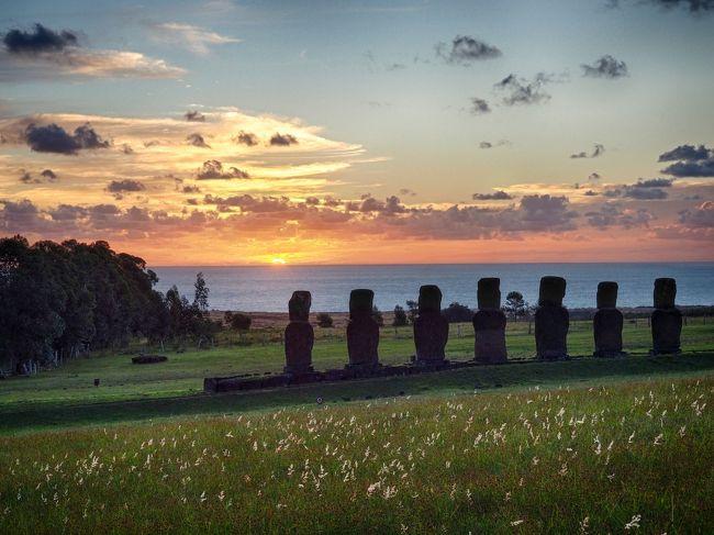 「次の旅行は、絶対にイースター島だ」と決めてから、何回も旅行しましたが、<br />やっと「次の旅行」を果たせました。<br />2014年の年末にはパリで足止めをくらい、南米入りを断念しイタリア・バチカンへ計画変更。<br />2015年の年末には直前の旅程短縮で、アイスランドへ計画変更。<br /><br />初めて「イースター島へ行きたい」と思ったのは、何時だったのだろうか?<br /><br />この旅の概要は、<br /> [その1:ワカチナ編]ワカチナとリマ旧市街を観光。<br />  http://4travel.jp/travelogue/11131236<br /> [その2:イースター島 前編] サンセットを堪能!<br />  http://4travel.jp/travelogue/11133969<br /> [その3:イースター島 後編] 星空を堪能!<br />  http://4travel.jp/travelogue/11134245<br />  [その4:サンティアゴ編] ケチャップ強盗にやられちまったぜ!<br />  http://4travel.jp/travelogue/11136793<br />です。