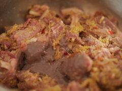 ベトナム ニンビン ベトナム人奥さんの禁断の犬料理。あなたは知らないうちに食べて、きっと美味しいって言うわ。ふふふ。ぎゃーー!!!