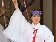 亀戸天神社c  巫女舞の奉納を観賞 ☆藤まつりの神楽殿で