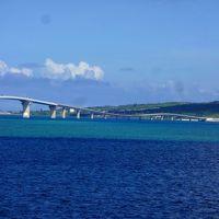 伊良部大橋を渡り、楽園の島々を巡りました。