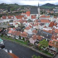 オーストリアからシャトルバスでチェスキークルムロフへ 旧市街で泊まる