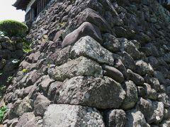 2016春、福井県のお城巡り(4/15):5月18日(4):丸岡城(4):丸岡町、現存の天守閣、野面積の石垣、石棺