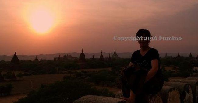 世界三大仏教遺跡のバガンへ行って来ました。<br />私は 1番 暑さのキツい時期に訪問したので<br />軽い熱中症になったけどこの旅 1番の素敵な景色を<br />このバガンで見ることが出来ました(*^O^*)