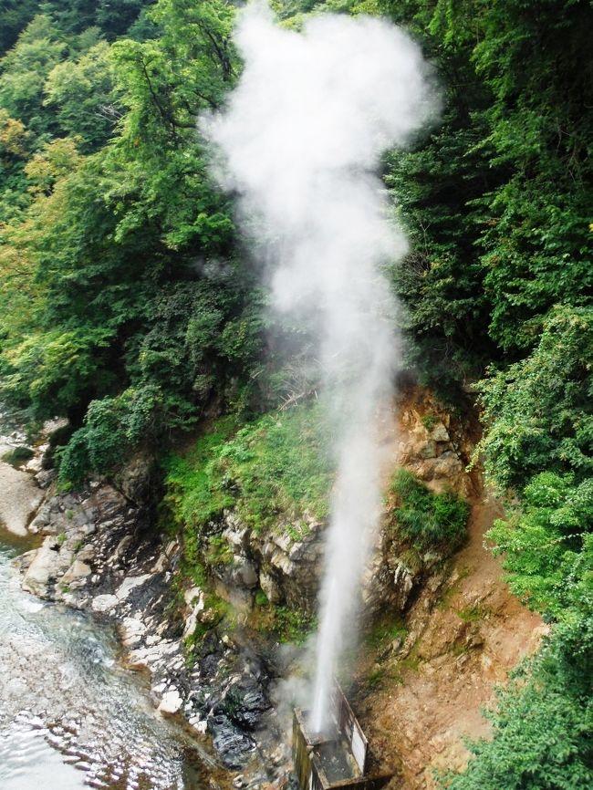 栃木県北西部、日光市川俣にある川俣温泉を訪れました。日光国立公園に含まれる、緑豊かな渓谷に佇む秘境の温泉郷です。<br />★鬼怒川上流の美しい渓流を眺める露天風呂の宿でまったり。<br />★瀬戸合峡、間欠泉、川俣湖などの見どころを巡る。