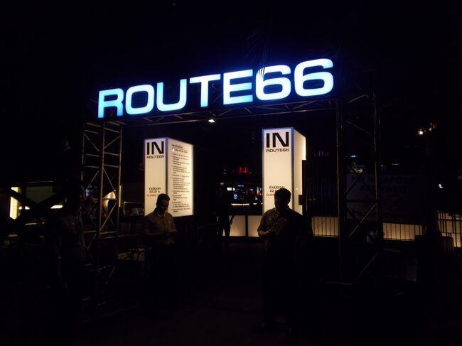 ルート66。<br /><br />バンコクでも、夜遊びに有名な RCA (ロイヤルシティアベニュー)には<br />有名なディスコが、密集して深夜まで燃えています。<br /><br />大爆音なので、<br />15才から・・ガンガンのハードロックを<br />今でも聞いてる私向きの、このお店にお邪魔しました。<br /><br />RCAを、代表する一番店です^^<br /><br /><br /><br /><br /><br /><br />You Tube<br />Concert & Live  35本<br /><br /><br /><br /> <br />                   ・・・お断り・・・<br /><br />前作<br />深夜0時から燃える・・終わりのないバンコク巡り。。<br />Deep な ♂♂ 世界。ソイゴーゴーボーイ・シーロム ソイ2&4 (20ー14)<br /><br />は、ガイドライン違反で、公開を17日間で取り消されました。。<br /><br />なお、後作<br />見るだけ。見るだけ。。バンコク随一の日本人通りの華やかな夜(20ー16)<br /><br />も、12日間で延べ1000人以上の方々に、訪問いただきましたが<br />ガイドライン違反で、同時に公開を取り消されました・・(大涙)<br /><br /><br />                   2016・7・6  20:01<br /><br />          ・・・浜ぎんこ・・・