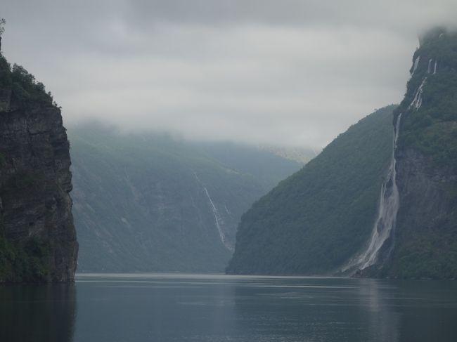 ガイランゲルからヘレシュルトまでフェリーに乗りました。ガイランゲル・フィヨルドのクルーズです。最高の景色です。