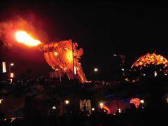 ドラゴンブリッジ 火を噴く龍はお祭り騒ぎ
