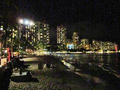ハワイ・ワイキキビーチの夜