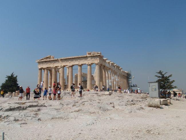 ★概要<br />2015年7月31日(金)<br />サントリーニ島から夜行フェリーで一夜を明かしてアテネ近郊のピレウス港に到着。<br />アテネに戻り、アテネ観光最大のハイライトであろうアクロポリスの丘とパルテノン神殿へ。<br />アテネの主要観光地が概ね詰まった1日。<br /><br />★全体概要<br />旅を決めた時はこんなに大事になるとは思わなかったギリシャの債務返済期限による経済危機。<br />旅の1ヶ月前から日本のニュースでも連日トップニュースで扱われ、EUからの離脱やユーロが使えなくなるんじゃないかとか、ATMが使えないとか、現金持っている旅行者は襲われるとか色々な噂を目に耳にした。<br />一時は中止も考えたが、経済危機によるデモやストはあっても、これが原因のテロはさすがに無いだろうと、一抹の不安は残しつつも出発。<br />アテネ、メテオラ、クレタ島、サントリーニ島を駆け足で周遊した一人旅です。