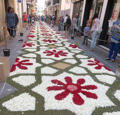 団塊夫婦の2016年スペイン旅行―(7)住民総出のシッチェス・フラワーカーペット