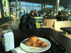 サンティアゴ・デ・コンポステーラ空港で朝食を
