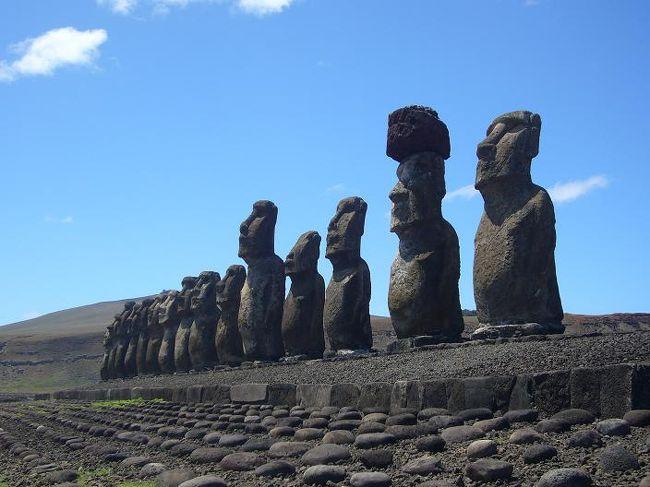 以前より見てみたかった本物のモアイ像に会うため、チリのイースター島へ行きました。しかし、行きも帰りも飛行機のアクシデントに見舞われ、日程が大きく変わってしまう旅になってしまいました。<br /><br />詳しい内容は、こちらをご覧下さい。<br /> ⇒ http://000worldtour.web.fc2.com/042_easter_01.html<br />