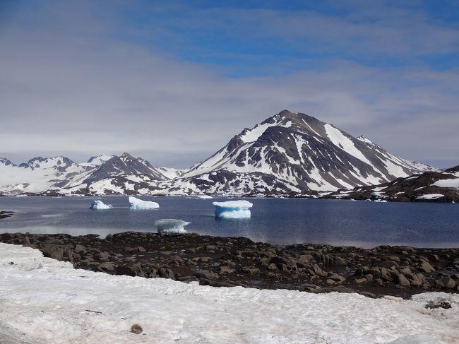 数年前にアイスランドに興味を持っていた友達とツアー予約しようとしたものの、満席で行けないことがありました。<br />今回はANAで特典航空券が予約できたので早めの夏休みとして行ってきました。<br />アイスランドは想像以上に大自然がたくさんあり、「地球」を感じることができる国でした。<br /><br />☆1日目☆<br />羽田:12時30分→ミュンヘン:17時20分(NH217便)<br />ミュンヘン:21時45分→レイキャビク:23時55分(LH2468便)<br />レイキャビク泊<br /><br />☆2日目☆<br />ゴールデンサークルクラシックツアー<br />レイキャビク泊<br /><br />★3日目★←ココ<br />グリーンランド(クルスク)日帰りツアー<br />レイキャビク:10時45分→クルスク:10時25分(NY231便)<br />クルスク:14時30分→:レイキャビク:18時10分<br />レイキャビク泊<br /> <br />☆4日目☆<br />ミーヴァトン湖日帰りツアー<br />レイキャビク泊<br /><br />☆5日目☆<br />ヨークルサウルロン氷河湖観光ツアー<br />レイキャビク泊<br /> <br />☆6日目☆<br />レイキャビク市内観光<br />ブルーラグーン<br /><br />☆7日目☆<br />レイキャビク:1時10分→ミュンヘン:7時5分(LH2469便)<br />ミュンヘントランジット観光<br />ミュンヘン:21時25分→<br /><br />☆8日目☆<br />羽田:15時50分(NH218便)<br /><br />2016年夏休み1☆大自然で「地球」を感じるアイスランド1☆レイキャビク編☆<br />http://4travel.jp/travelogue/11142779<br /><br />2016年夏休み1☆大自然で「地球」を感じるアイスランド2☆ゴールデンサークル編☆<br />http://4travel.jp/travelogue/11144316<br /><br />2016年夏休み1☆大自然で「地球」を感じるアイスランド4☆ミーヴァトン湖編☆<br />http://4travel.jp/travelogue/11144319<br /><br />2016年夏休み1☆大自然で「地球」を感じるアイスランド5☆ヨークルサウルロン編☆<br />http://4travel.jp/travelogue/11144321<br /><br />2016年夏休み1☆大自然で「地球」を感じるアイスランド6☆乗り継ぎミュンヘン編☆<br />http://4travel.jp/travelogue/11144323<br /><br />小学生の頃から世界地図の一番左上にあった「グリーンランド(デ)」がずっと気になっておりました。<br />あの白くて大きい大きなところには一体何かあるのかと。<br />アイスランドから日帰りでグリーランドへ行くことができると知り、わくわくしながらツアーに参加しました。