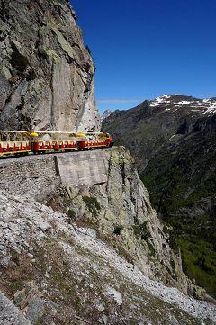団塊夫婦の2016年スペイン旅行ー(10)海抜2000mの稜線を走るスリル満点のアルトゥーストのプチトレイン