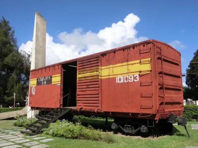 「装甲列車襲撃記念碑」は「サンタ・クララ」で「1958年12月29日」に「チェ・ゲバラ(革命軍)」によって「バティスタ政権の装甲列車」を「襲撃(ブルトーザーで線路を破壊し脱線させる)」し「多くの武器」を奪取したことによって「キューバ革命達成の転機」となった事件を記念して作られた「モニュメント」です。
