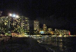 hawai ワイキキの昼と夜そして光と影