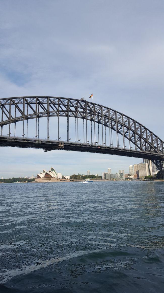 JAL771便でシドニーに到着すると現地で6時に着きます。<br />入国審査や荷物受け取りを行い早くても7時過ぎには到着ロビーへ。<br /><br />ここからはシドニーに到着後の2日目について記録します☆