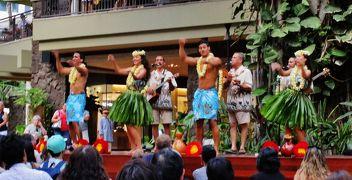 ワイキキで見たハワイアンダンスショー