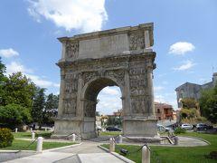 夏の優雅な南イタリア周遊旅行♪ Vol28(第3日) ☆Benevento:ベネヴェントが誇る古代ローマの立派な凱旋門「Arco di Traiano」を眺めて♪