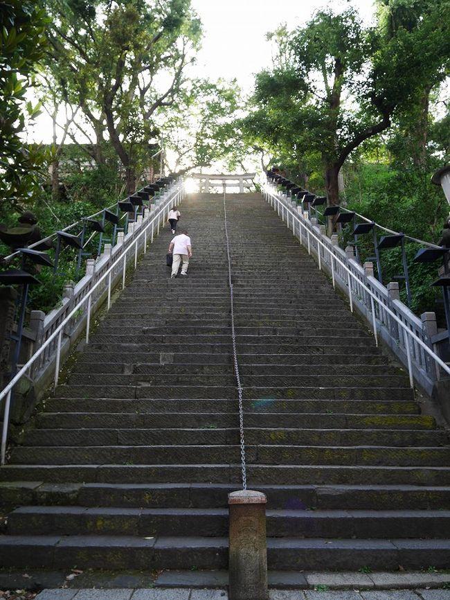 東京都港区「愛宕神社」へ行って来ました。<br />石段が多いこの神社、以前から気になっていました。<br />ある若手俳優夫婦もこちらの神社で式をあげたそうで、<br />ミーハー気分で行ってみることに・・・。<br /><br />石段を登りたくてこの神社に来たといっても過言ではないのに、<br />肝心の行きは、誤ってエレベーターを使ってしまい、<br />楽して山の上まであがってしまいました。<br /><br />途中、NHK放送博物館にもよってみました♪<br /><br /><br />【期間】<br /> 2016/7/2、日帰り。<br /><br />【参考にさせていただいたリンク】<br /> 愛宕神社公式ホームページ<br /> http://www.atago-jinja.com/access/