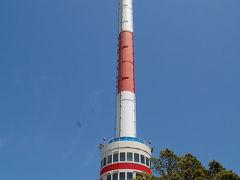 回転式の宇和海展望タワーから美しい景色を見下ろす