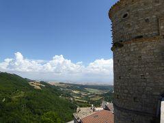 夏の優雅な南イタリア周遊旅行♪ Vol49(第4日) ☆Alberona:美しき村「アルベローナ」♪教会や塔を眺めて♪