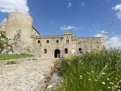 夏の優雅な南イタリア周遊旅行♪ Vol60(第4日) ☆Bovino:美しき村「ボヴィーノ」 咲き乱れる夢のような花園のボヴィーノ城♪