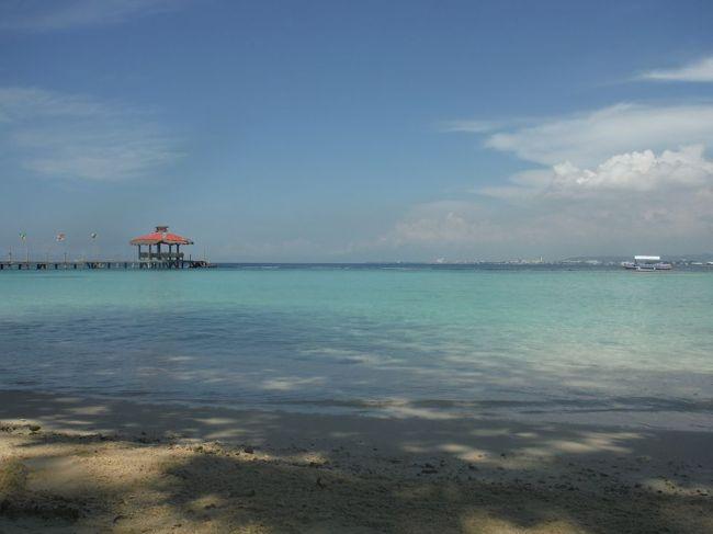 7/8~7/12でのフィリピン、ミンダナオ方面旅行。<br />7/9~7/11は、ダバオからフェリーで10分程度の島、<br />サマール島に行って来ました。<br /><br />小さいホテルできれいなビーチを眺めて、<br />シュノーケリング以外、何もしない、<br />ノンビリとした日々を過ごしました。<br /><br />宿泊したのは、Chema's by the Sea Beach Resort です。