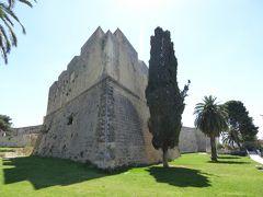 夏の優雅な南イタリア周遊旅行♪ Vol71(第5日) ☆Manfredonia:憧れのマンフレドニア城(Castello Svevo Angioino) お堀に下りてゆったりと歩く♪
