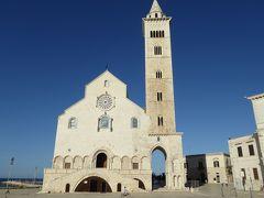 夏の優雅な南イタリア周遊旅行♪ Vol86(第5日) ☆Trani:懐かしのトラーニ大聖堂とトラーニ城を眺めて♪