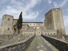 夏の優雅な南イタリア周遊旅行♪ Vol91(第6日) ☆Melfi:美しい「メルフィ城」♪貴重な古代ローマの大理石棺♪