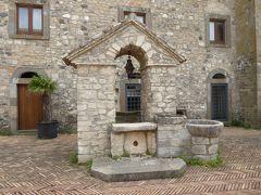 夏の優雅な南イタリア周遊旅行♪ Vol92(第6日) ☆Melfi:美しい「メルフィ城」♪中庭からゆったりと眺めて♪