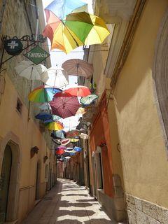夏の優雅な南イタリア周遊旅行♪ Vol98(第6日) ☆Venosa:美しき村「ヴェノーサ」 美しい教会と旧市街のカラフルな傘がいっぱい♪