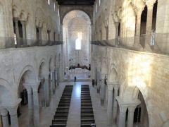 夏の優雅な南イタリア周遊旅行♪ Vol100(第6日) ☆Trani:トラーニ大聖堂のクリプタ♪驚きの2階から聖堂内を眺めて♪