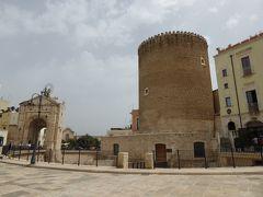 夏の優雅な南イタリア周遊旅行♪ Vol112(第7日) ☆Bitonto:立派なビトントの塔と城門がお出迎え♪