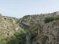 夏の優雅な南イタリア周遊旅行♪ Vol125(第7日) ☆Matera:サン・ピエトロ広場からSasso Caveosoへ優雅に歩く♪