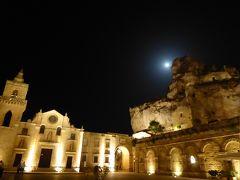 夏の優雅な南イタリア周遊旅行♪ Vol128(第7日) ☆Matera:夜景の美しいサン・ピエトロ広場とホテル「Sant'Angero Luxury Resort」の幻想的なスイートルーム♪