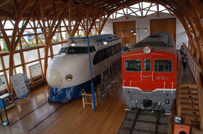 愛媛県西条市にある伊予西条駅前にある「鉄道歴史パーク in SAIJO」の中にある「四国鉄道文化館」を見学しました。<br /><br />[http://s-trp.jp/]<br /><br />しかし、写真を整理していて気付いたことが・・・・・・。この四国鉄道文化館には南館と北館があり、私たちが見学したのは南館だけでした。北館を見学しなかったことに気付いてしまいました。(^^;<br /><br />なお、このアルバムは、ガンまる日記:四国鉄道文化館を見学する[http://marumi.tea-nifty.com/gammaru/2016/07/post-7251.html]<br />とリンクしています。詳細については、そちらをご覧くだされば幸いです。