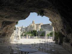 夏の優雅な南イタリア周遊旅行♪ Vol140(第8日) ☆Gravina in Puglia:リストランテ「Madonna della Stella」の洞窟から眺めて♪