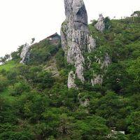 剣山の「天涯の花」と巨大岩塔と周辺の静寂峰(貞光川水系と剣山山系の景勝・二〜三日目)