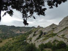夏の優雅な南イタリア周遊旅行♪ Vol160(第9日) ☆Pietrapertosa:美しき村「ピエトラペルトーザ」 展望台からカステルメッツァーノを眺めて♪