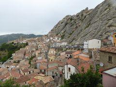 夏の優雅な南イタリア周遊旅行♪ Vol161(第9日) ☆Pietrapertosa:美しき村「ピエトラペルトーザ」 岩山に抱かれた街並みを眺めて♪