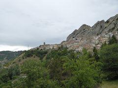 夏の優雅な南イタリア周遊旅行♪ Vol162(第9日) ☆Pietrapertosa:美しき村「ピエトラペルトーザ」 外れの公園から街並みを眺めて♪