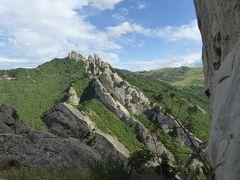 夏の優雅な南イタリア周遊旅行♪ Vol169(第9日) ☆Castelmezzano:美しき村「カステルメッツァーノ」 隣村「ピエトラペルトーザ」へ続く壮大な岩山を眺めて♪