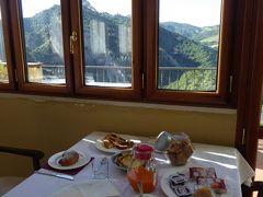 夏の優雅な南イタリア周遊旅行♪ Vol174(第10日) ☆Castelmezzano:美しき村「カステルメッツァーノ」 ホテル「La Locanda di Castromediano」絶景を眺めながら朝食♪