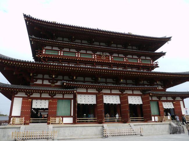 薬師寺は、興福寺とともに法相宗の大本山として知られています。<br />南都七大寺のひとつにも数えられ、古都奈良の文化遺産としてユネスコの世界遺産にも登録されています。<br />創建されたのは天武天皇の時代である680年と言われています。