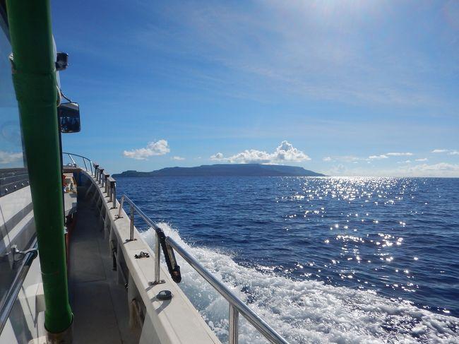 グアム15日間の旅行中、グアムから往復ボートで2泊3日のロタ訪問編です。ロタは自然の音しかしない、本当に素晴らしい島でした。<br /><br />※今回は次の4本に分割しました。<br /><br /> (1)2016年夏 グアム&ちょいロタ15日間① まずは慣らしの4日間編<br />→(2)2016年夏 グアム&ちょいロタ15日間② 船でロタ往復!の3日間編<br /> (3)2016年夏 グアム&ちょいロタ15日間③ 潜って釣っての6日間編<br /> (4)2016年夏 グアム&ちょいロタ15日間④ のんびり過ごしたラスト2日間編<br /><br />◆今回の一句<br />「海原や 鳥山沸きて 魚踊る」 るび<br />※季語も何もあったものではございませんが^^; 旅行記の②でご紹介するロタへの船往復旅行にて、カツオや海鳥などの捕食者とアジなどの非捕食者という、共に海で暮らす生物たちの命の対峙の光景が忘れられなかったです。<br /><br />◆今回の旅は―<br />今まで通算77日過ごし、訪問回数は7回目(おお。777だw)となる今回のグアム。いつも通り主目的は海。今回もO君親子と、O君は最初から最後まで、O君母は後半1週間のみ合流という形で過ごしました。<br />今回の目玉は何といってもロタへ船で往復することでした。昨年知り合ったフランシス船長にご提案戴いていたロタ行きでしたが、1年かけてとうとう実現に至りました。このロタ行きの3日間は、私の忘れられない旅の思い出の筆頭になりそうです。<br /><br />◆交通と宿泊<br />・エアはデルタのビジネスクラス往復をペイwithマイルを使って購入。夫は\28,940+7万マイル、私は\78,240+3万マイル。<br />・アコモは前半1週間はレオパレスの株主優待券利用でラ・クエスタB棟コンフォートツイン(コネクティング指定)、後半1週間はレオパレス公式Webより2BRを予約(1泊税込み$243、7/29のみ$260、帰国日送迎4名をつけて総額$1778)<br />・レンタカーを13日間借りた(スマイルレンタカー、前半A-Sクラス6日間$308、後半A-Aクラス7日間$473)<br />・他に、ロタ行き3日間のボートチャーター費用$2,000、ロタのHotel Valentino(2BR)が2泊で$154(VIPレート25%オフ)<br /><br />◆今回の旅の概略<br /><①まずは慣らしの4日間><br />・グアム到着、宿泊先はレオパレスリゾートグアム(ステューディオ・コネクティングルーム)<br />・レンタカーピックアップ、docomoパシフィックでSIM購入、食料買い出し<br />・3ボートダイビングを2日間(Wリーフ・トンネル・ビッグブルー/ブルーアステール・ガンビーチ・NewABT)アサン沖でGT狙いのルアー釣り挑戦<br /><br /><②船でロタ往復!の3日間><br />・午前4時出港、途中釣りをしながらロタに9時到着、入国、ホテルチェックイン、朝食&弁当購入後に底釣り&スノーケリング&ヒレジロマンザイウオ釣り<br />・2ボートダイビング(ロタホール・コーラルガーデン)<br />・午前9時半出港、釣りをしながらグアムへ、グアム再入国<br /><br /><③潜って釣っての6日間><br />・3ボートを3日間(ブルーホール・スパニッシュステップ・GabGab2/クレバス・アメリカンタンカー・ウエスタンショールズ/ブルーホール・フィンガーリーフ・ウエスタンショールズ)、ダイビングの合間等にイカ釣り、南部~ピティまで釣り&スノーケリングドライブ<br /><br /><④のんびり過ごしたラスト2日間><br />・トンガンリゾート、スーパーマーケットチェック(Day Buy Day、7 Day Market)<br /><br />